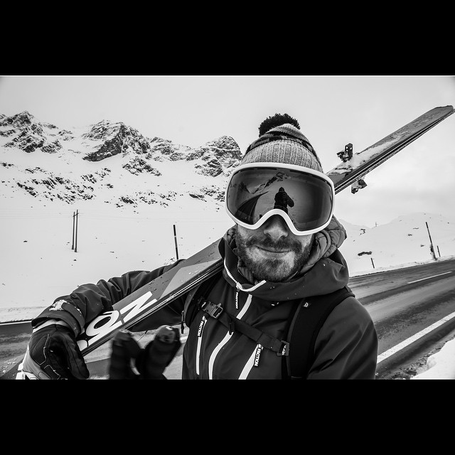 Hitchhiking to Switzerland. Just another day in the life of @francescohekla #julierpass #freeride #powder #bosky