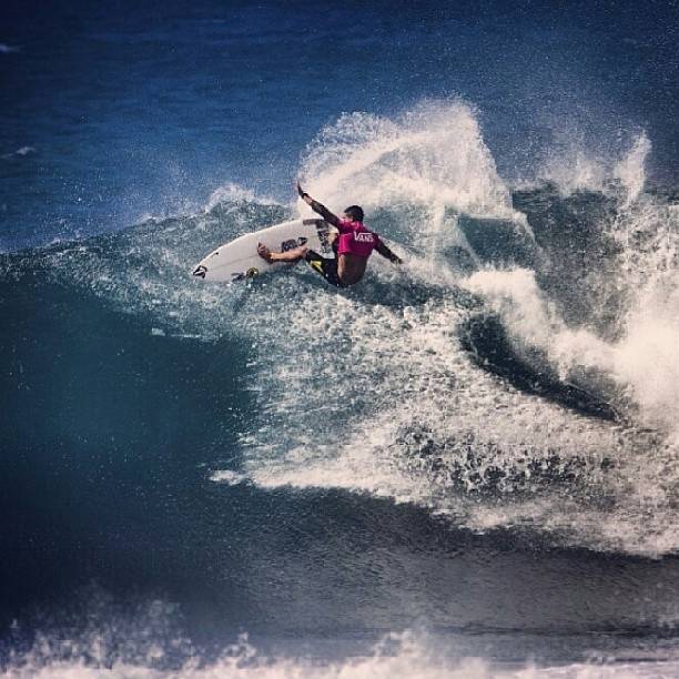 Re Post @asp tenemos un ganador en la Vans World Cup of Surfing y es @zekelau! #vtcs