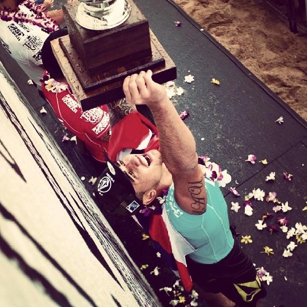 @zekelau el ganador de la Vans World Cup Of Surfing disfrutando del podio!