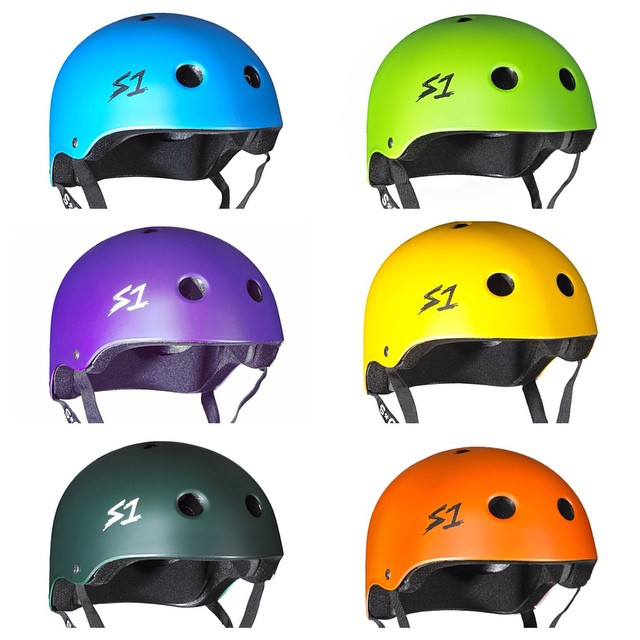 Who needs stocking stuffers when you can  get your loved ones a colorful brain bucket ! Last minute Christmas gift for your rad dad. Get him back on board ! Check out all the colors of the S1 Lifer Helmet at www.s1helmets.com #s1 #liferhelmets #raddad...