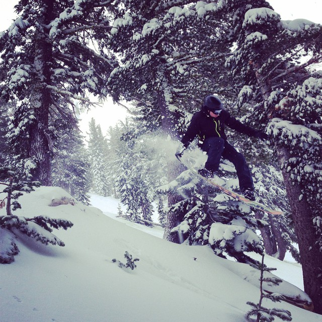 #squawvalley #snowboarding @dougfagel #tailgrab #freeride #thriving #freshpowder #ilovesnow #photo @agalore