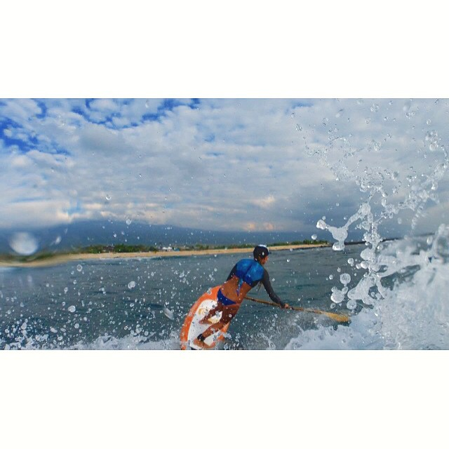 Splish splash it's better than a bath! #sup @swellliving  @imaginesurf @futuressup @sirensongwetsuits @itakebioastin @kaenon @organik @rareform @livelifeinhifi @wiseguides @navitasnaturals @konaboys @standupjournal @supconnect @npsurf @optrix...