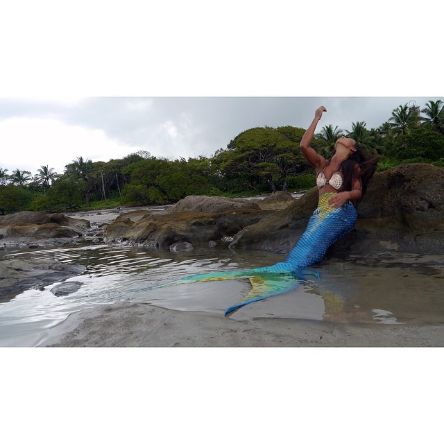 Whoever said mermaids don't exist never met our team rider Stephanie @st3phk84 Check it out on our blog mi.ola.com/blog #miola #muse #mermaid #costarica #tamarindo #puravida #getoutthere #bikiniblog #miolablog