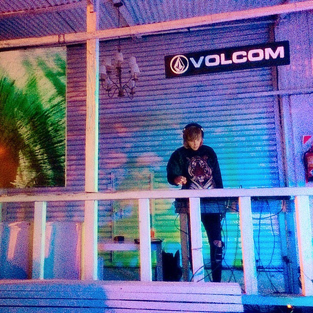 Es viernes aunque siempre es un buen momento para festejar! Buen fin de semana @lolog #TGIF #Volcom #Weekend