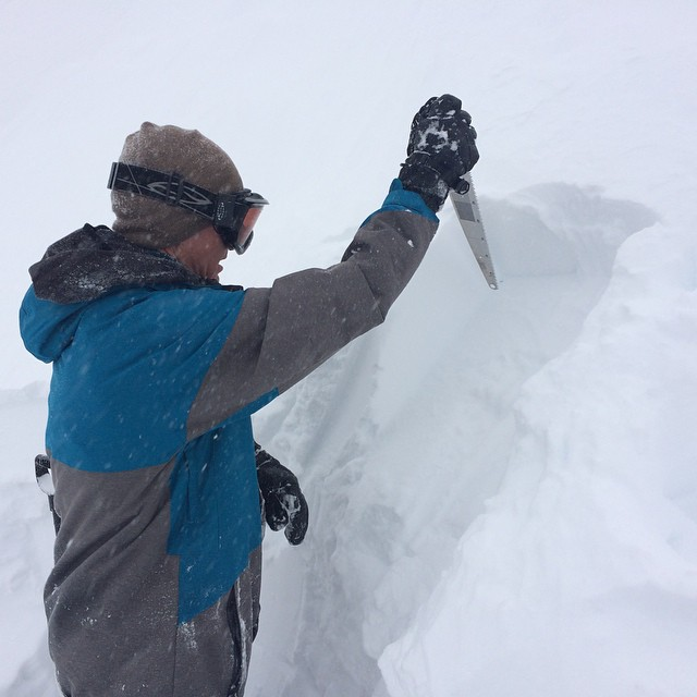 Safety first in the #sierras the snowpack is relatively stable at higher elevations. Thanks for the snow pit lesson Jeff!#snowmobumps #forridersbyriders #HandMadeLakeTahoe #thankyousnowboarding