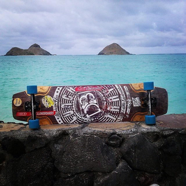 Sweet pic of team rider @bronsoniscool's set up. Dinner sized lunch tray, black atlas trucks, and 83a cloudride ozones!  #dblongboards #dblunchtray #dinnersize #cloudride #cloudridewheels #atlastruckco #atlastrucks #ozones #setup