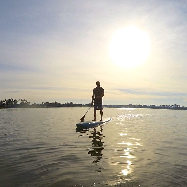 All eyes on the horizon || Ready for the vacation #hovenvision #sup #supsurf #beach #sandiego #paddleout