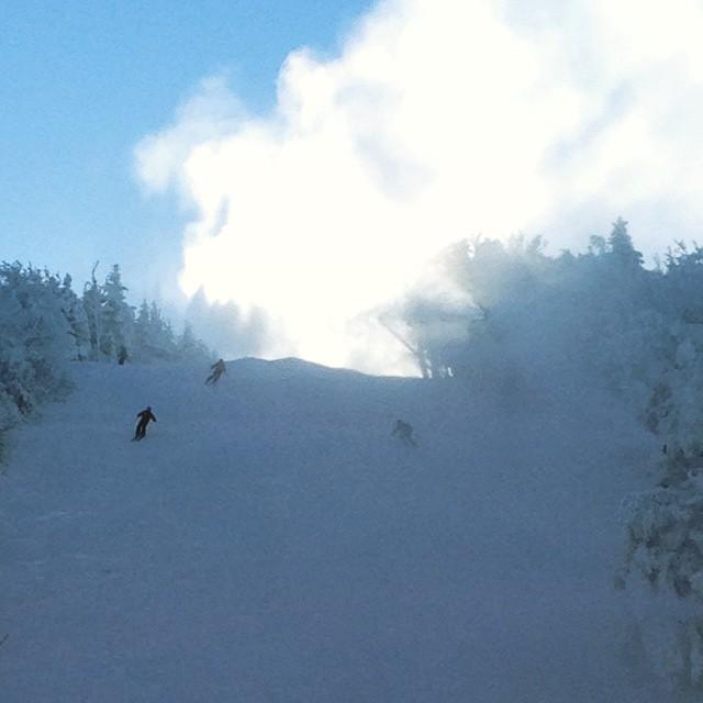 #ripcord #mountsnow #ilovermont #justsendit #ski #snowboarding #sendit @perkswerks @valleybikeandskiwerks #skiing #hashtag