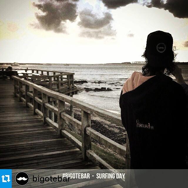 #Repost @bigotebar ・・・ SURFING EN MAILHOS! #BigoteBar #PuntaDelEste #Uruguay