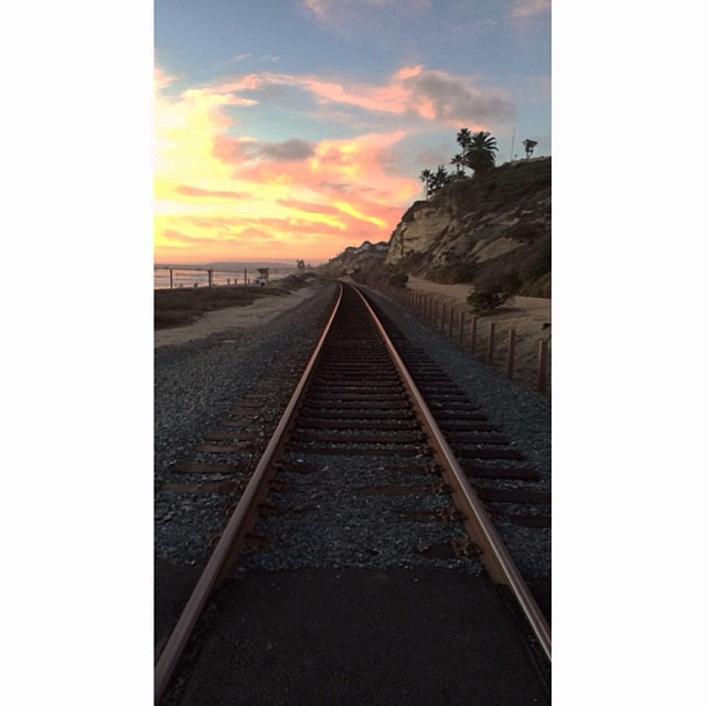 Train Track Tuesdays #sanclemente #trains #cheezysunsets #almostchristmas #omgsodeep #perspective