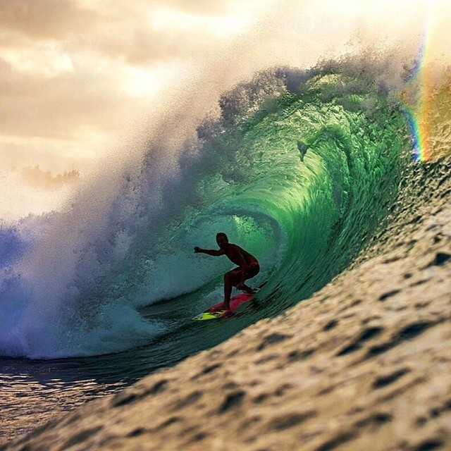 Our boy @Whoisjob pulling into a green room out at pipe the last swell