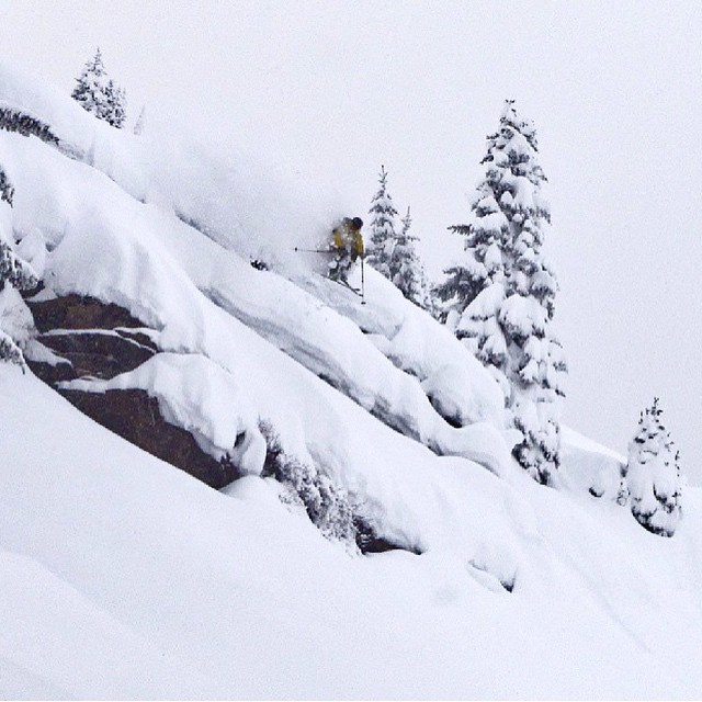 It's building up out there. @lonesomepony dropping pillows with @dougtheskier. #embracethestorm