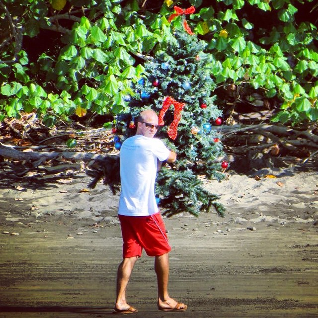 Remember that time Travis channeled his inner Grinch on Playa Chaman? #WeirdoWednesday #BodhiSurf #Christmas #GrinchDoesCostaRica
