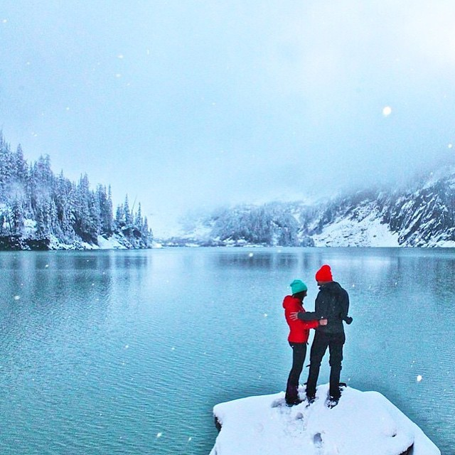 Merry Christmas Eve from all of us at Disidual ❄️ We hope your holiday season is full of friends, family & adventure  Thanks @annniegirl for another great photo  #disidual #distinctindividual #brokeandstoked #exploretheoutdoors