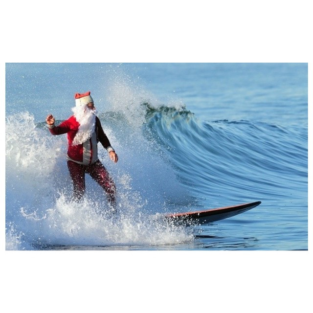 Primero se corre unas olas, ya habrá tiempo para los regalos.