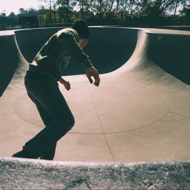 Get out there this weekend and break in that new gear. Also skate a pool. Photo cred: @_anchored #skate #skatetheedges