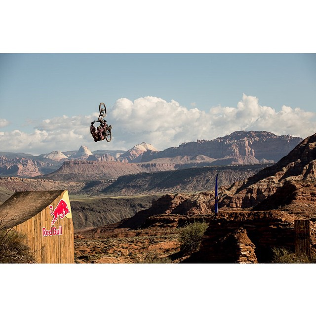 If you're near a TV around 4 PM EST/1 PM PST, tune into NBC to catch RedBull Rampage!  Keep an eye out for Kali riders @JeffHerb, @NicholiRogatkin, and Wil White.  #Rampage #FreerideAintDead