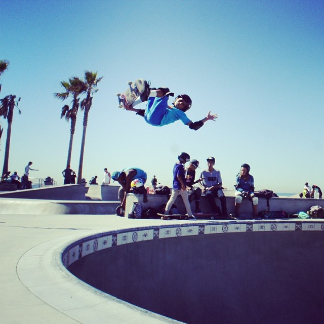 @asher_bradshaw #veniceskatepark #s1helmets #skateboarding #grom #lofty #540 #bowlrider #borntoskate