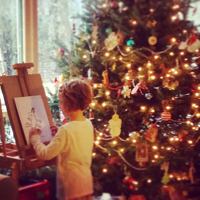 @1percentftp staffer @vanessadater and her family love their holiday tree! Between now and January 15, don't forget to post a picture of your holiday tree with #beautygrows. For every tree posted, @caudalie will plant another. Thanks @caudalie!