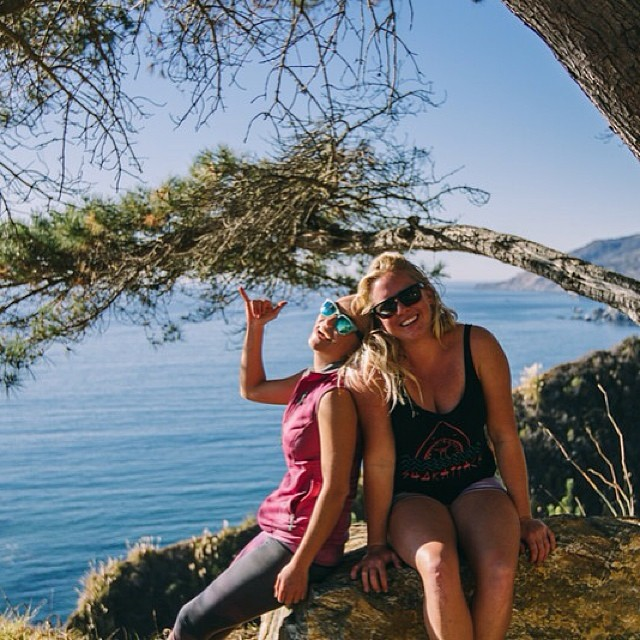 @alisonsadventures I don't know what I would do without you and your top 40 music • #thanksgivingweekend #BIGSURfari • photo: @surfisswell
