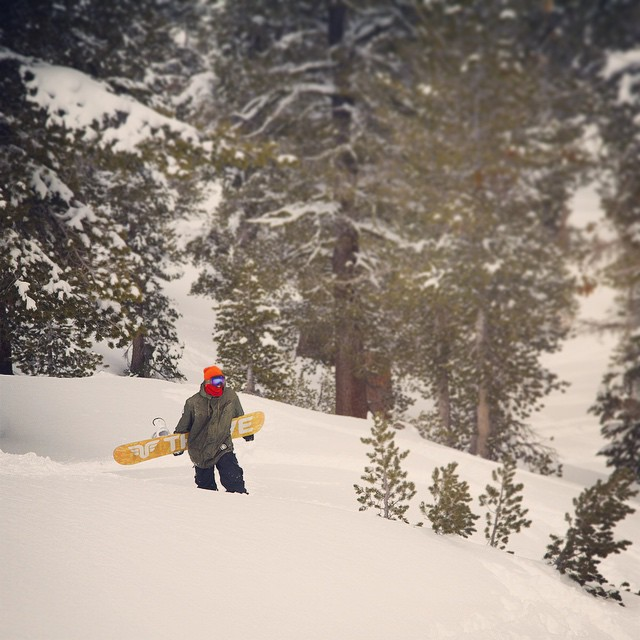 New snow in #tahoe means @moofosta is going to be heading into the #backcountry with his #renegade. Photo: @colintahoe #thrivesnowboards #gohike #letitsnow