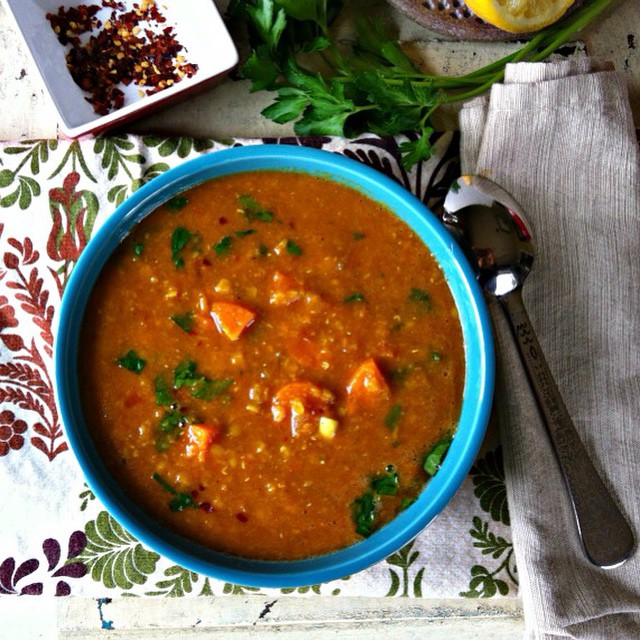TASTY TUESDAYS // Moroccan Red Lentil Soup We've been craving comfort foods that keep our bellies full and our bodies warm and we found a great one in this Moroccan Red Lentil Soup! Cooking up a batch of this is sure to satisfy your taste buds and help...