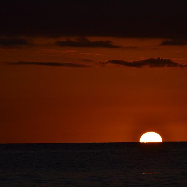 Si existiera la posibilidad de extraer un pedazo de sol de  tan solo el tamaño de una cabeza de alfiler... deberiamos alejarnos a mas de 100 km por su poder..... eso es Creacion y no casualidad.
