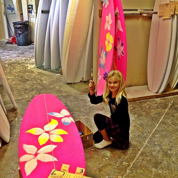 Mini Picasso hard at work! Ryder painting my new 100% sustainable Lost quiver! Thanks to @mayhemb3_mattbiolos and @lostsurfboards and @sustainsurf #kidsrule #prettyandpink