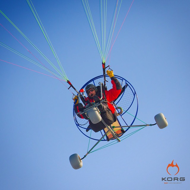 Happy 1st day of the year à tout le monde - we are flying into 2015 w/ #SmilesForMiles!!! H5 @superflychris & #ProjectAirtime for this session many moons ago over Utah | @advancegliders | @parajet | @parajetusa | @gopro | #HighFivesAthlete |...