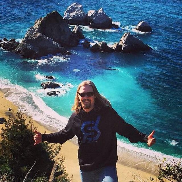 @cassidy_cunningham #justsendit #californiadreamin #westcoast #pacificocean #sendit #roadtrip