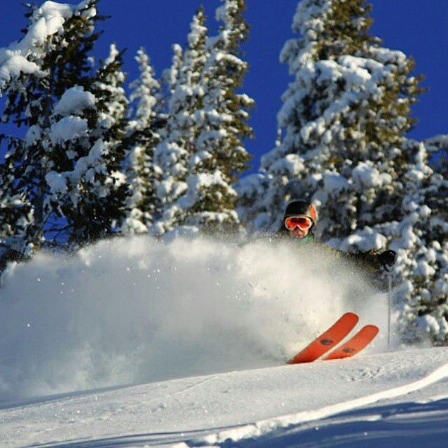 Sick shot of @iberlinish getting #orangehot in some new year #powder