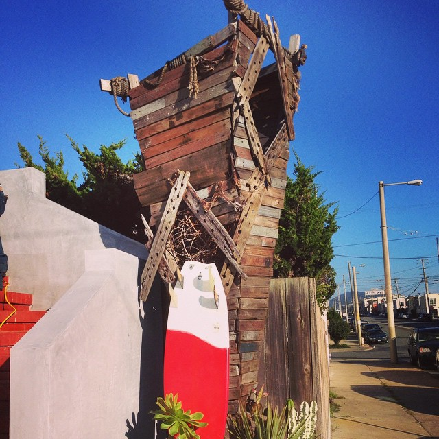 Wondering if the person who built this reclaimed- wood fort for their kids in SF's Ocean Beach / Outer Sunset neighborhood - was taking inspiration from Donald Brink's (@donaldbrink) Asymmetrical  surfboard designs :) If they did, then I'm sure it...