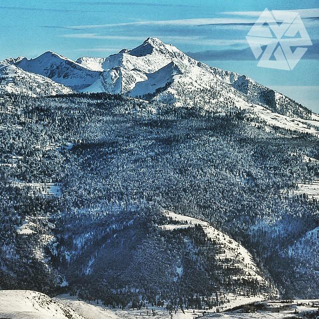 Adventure awaits. Cache peak, Jackson Hole. #skycastles #avalon7 #thinkouside #snowboarding www.avalon7.co