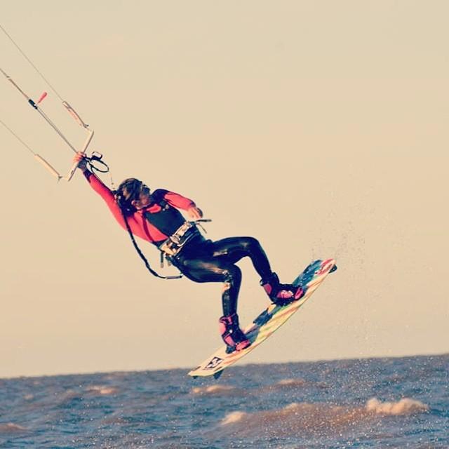 @agustinacerruti Kitesurf en el Río de la plata #lapergola #waves #soul #kitesurf #reefargentina
