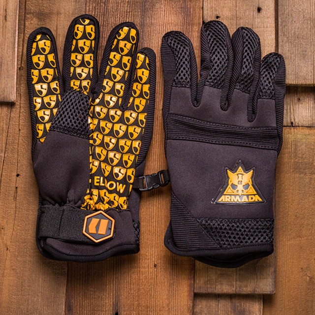 Raise your hand if you made it out to play last weekend! Check out the High Fives Shop online for our @armadaskis #gloves