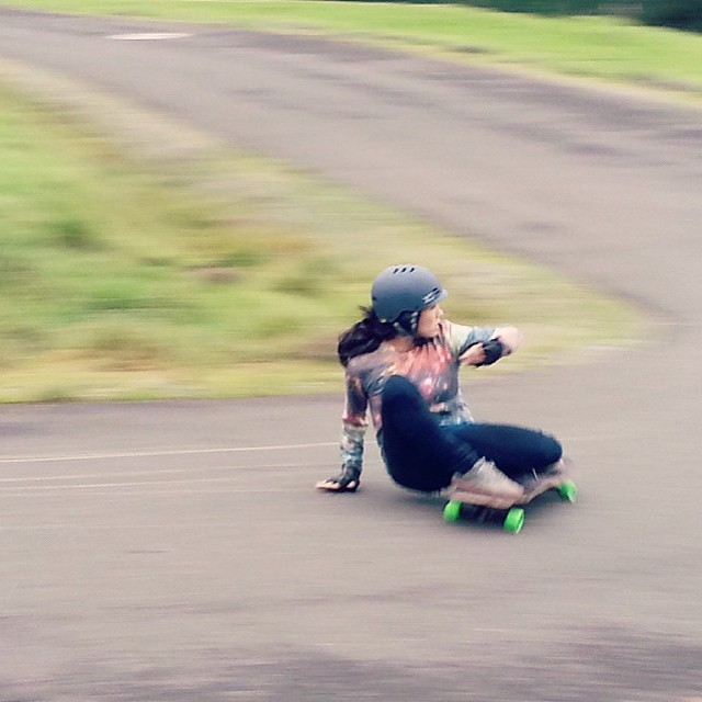 @carmen_sutra is a blur of style and ease. Photo repost from @fillbackside #xshelmets #forgirlswhoshred #skateboarding #longboard #skatebikeboardski