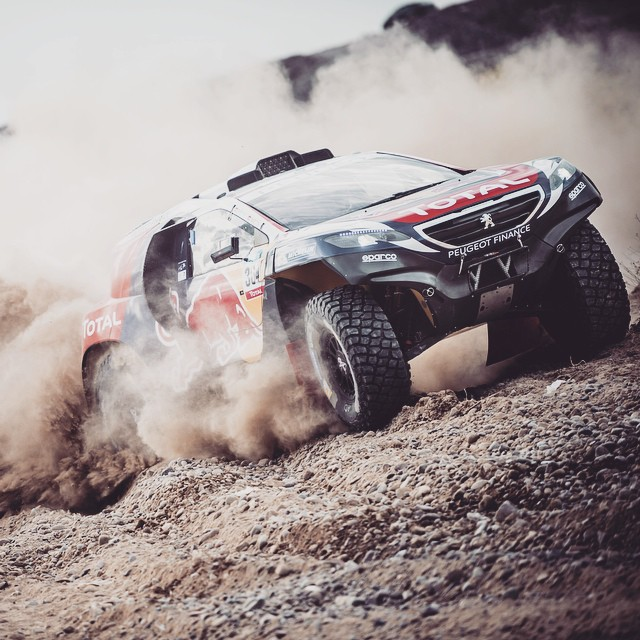 Exit, plume of dust. Carlos Sainz in action #Dakar2015.