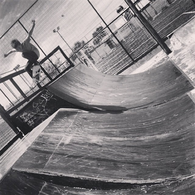 Ollie adentro de Bauti!!! PH: @sandromoral #volcom #skate #volcomstoneage #Ollie