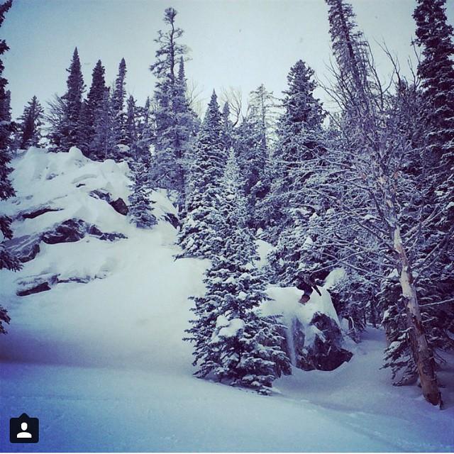 #AV7Renegade @rodophoto sends it in the MushroomChutes today @jacksonhole. #avalon7 #snowboarding #slashpow www.avalon7.co