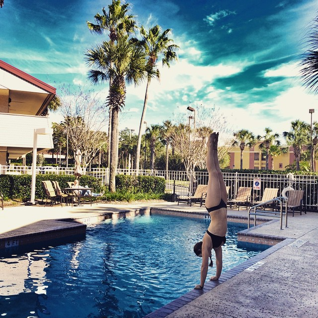 Handstands Every Damn Day!!! ❤️ @localhoneydesigns #localhoney #handstandseverydamnday