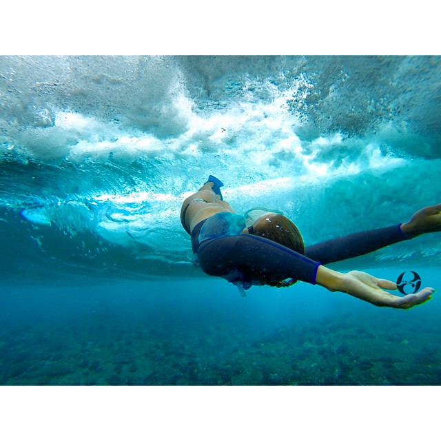 A different way to surf. @swellliving so natural and at peace. #lovingwhatido #teambioastin #wiseguides #konaboys #odinasurf #sirensongwetsuits #navitasnaturals #gopro
