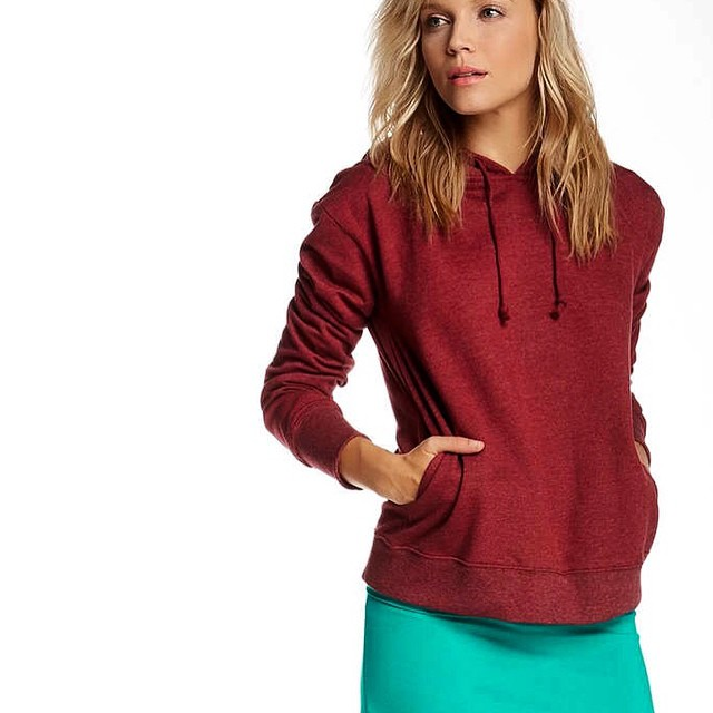 Ruby red kisses and sea green dreams. 71 days to spring.✌️ #rubyred #hoodies #seagreen #dreams #winter #humpday #style #basic #seasons #fashion #ootd