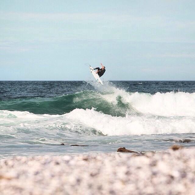 Air Reverse del Ladino @julianiturralde en la Patagonia Argentina #TeamVans #SurfVans