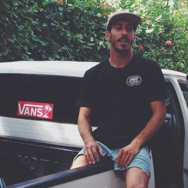 En Centroamérica se lo confundieron con vago y le dieron un ride a la playa. Pepe's World free surfing