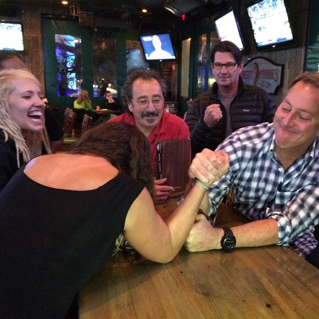 This is how I like to start out my athlete contract with @boardworkssurfsup. An official arm wrestle with the owner @mikefoxsurf. It was a solid match, but someone had to win. Way to kick my ass Mike!
