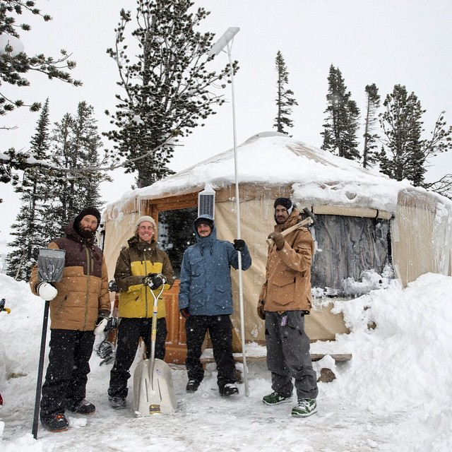 #iNi team yurt trip to #CookeCity Montana : Endless powder at 9,000ft. Streaming exclusively on @snowboardermag || Link in Bio || endless pow riding and pillow lines . #SnowboardingIsFun with friends!