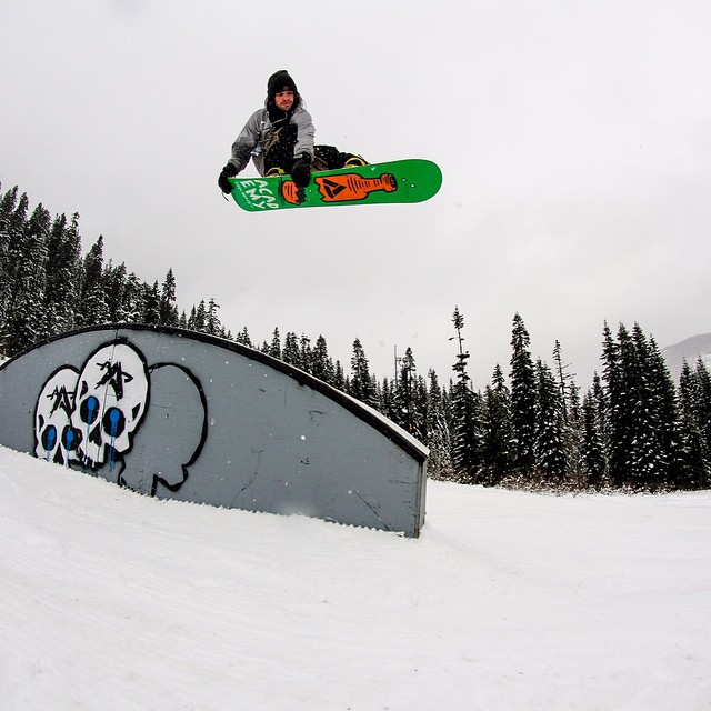 Doing work for the family!  Eythan Frost (@instatrap) is holding it down in the northwest @summitatsnoqualmie @boardshop_5420 @snowboardermag #featurepresentation #propacamba #gethammed #properstyle