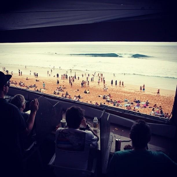 Ayer empezó el Billabong Pipe Master de la Vans Triple Crown Of Surfing #vtcs. Hoy tenemos Lay day pero mañana chequeá vanstriplecrownofsurfing.com a las 14:30 porque se pronostican buenas olas!