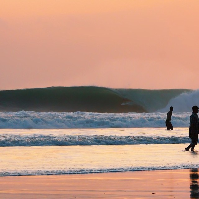 Sunset Sundaze - Happy to have supergrom @rajusena_ back in Bali after a taste of the winter season in Hawaii || super cool that at his young age he gets to go learn from and surf with the icons of the surfing world, thx to @hurley_indonesia for making...