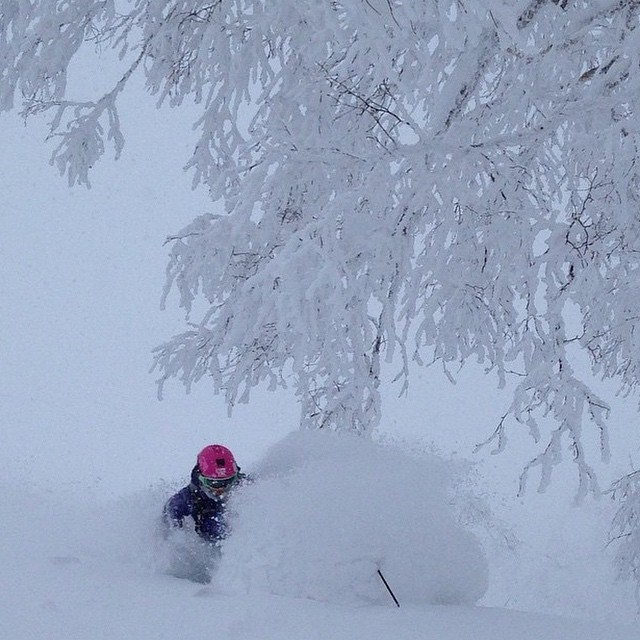 Flylow's @lucysack has joined the pow party in Japan.